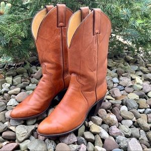 JUSTIN BOOTS brown leather boots. SZ 6